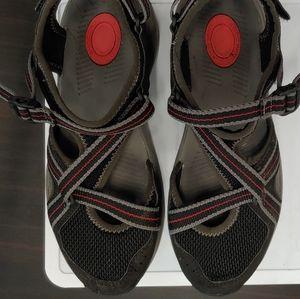🏷️⬇️ Close Toe Strappy Teva Ewaso Sandals